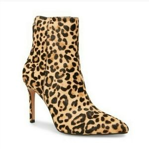 Steve Madden NWT Carey Leopard Ankle Booties. Sz 8